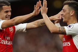 Mesut attı Arsenal Chelsea'yi ezdi geçti