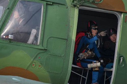 Kuzey Kore'de Amerikan malı helikopterle festival