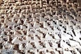 Üsküdar'da boş arazide yüzlerce silah bulundu!