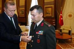 15 Temmuz'dan önce... Erdoğan darbeci yaverini çakıyla sınamış!