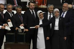Yeni anayasanın başkanlık maddesi oylandı işte sonuçlar