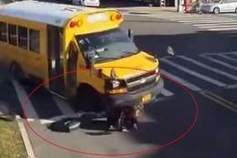 Okul otobüsü yayayı böyle ezdi