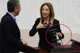 Meclis'te Nazlıaka'dan kelepçe şov! Bakın neden