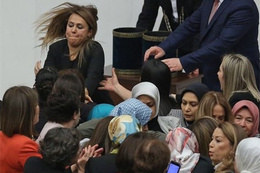 Meclis'te kadın milletvekilleri kavga etti
