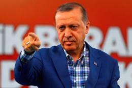 Her gün 'Allah Tayyip Erdoğan'dan razı olsun' diyen yazar kim?