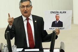 MHP'li Yeniçeri kürsüye fotoğrafla çıktı