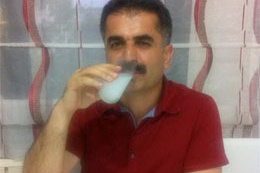 Hüseyin Aygün'ün iftar vakti rakı pozu salladı