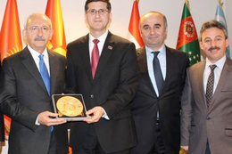Kılıçdaroğlu'nun olay fotoğrafı Akdoğan köşesine taşıdı