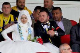 Gelini düğüne değil maça götürdü