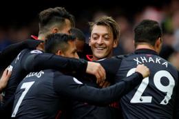 Mesut Özil attı Arsenal coştu