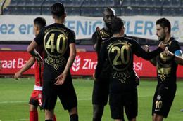 Osmanlıspor rakibine gol yağdırdı