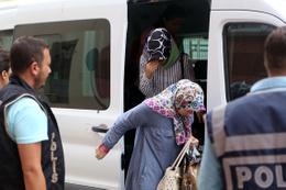 7 kadına FETÖ gözaltısı! Bakın kimin eşi çıktılar?