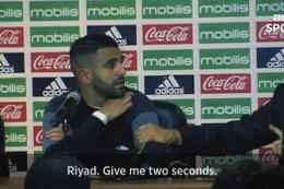 Cezayir'in hocası basın toplantısında çıldırdı