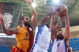 Trabzonspor sahasında Galatasaray Odeabank'ı devirdi