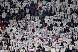 Lyon taraftarından Nebil Fekir'e müthiş destek!