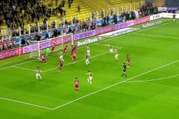 Fenerbahçeli İsmail Köybaşı'nın sevinci geceye damga vurdu