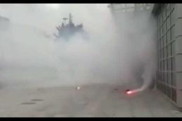 Gaziosmanpaşa'da taraftarlar belediyeye saldırdı