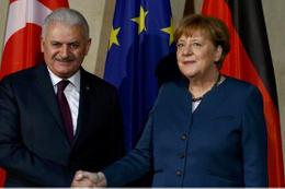 Binali Yıldırım, Merkel ile görüştü