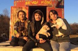 Hayvan hakları için şehir çöplüğünde açlık grevi