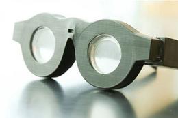 Ayrı ayrı uzak ve yakın gözlük kullanmak tarihe karışıyor!