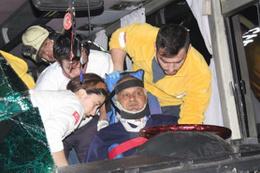 Denizli'de facia ucuz atlatıldı: 25 yaralı