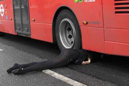 Londra otobüs altında can veren kadın Türk çıktı.