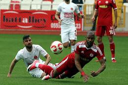 Sivasspor kendi sahasında fırsat tepti