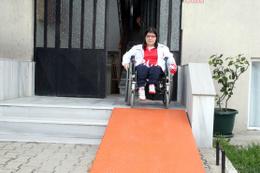 Engelli yüzücü Cumhurbaşkanı sayesinde asansöre kavuştu