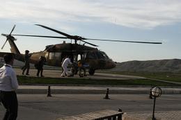 Yılanın soktuğu genç kız için askeri helikopter havalandı