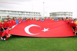 Antalyaspor'dan antrenman öncesi anlamlı gösteri