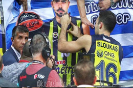 Fenerbahçe taraftarı Komşu'ya ders verdi!
