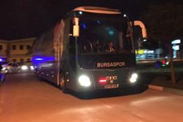 Bursaspor taraftarı takım otobüsünü taşladı