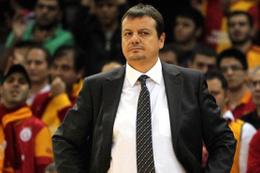 Galatasaraylı taraftarlardan Ergin Ataman ilanı