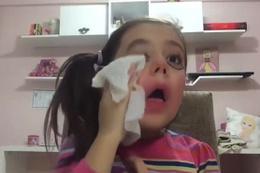 Makyaj yapanları eleştiri yağmuruna tutan küçük kız