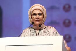 Emine Erdoğan mezuniyet törenine katıldı