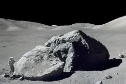Ay tozlu çantaya verilen paraya bak
