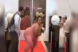 Düğünde çılgın dans!En mutlu günlerinde hunharca eğlenen insanlar