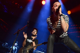 Vokalisti intihar eden Linkin Park intihara savaş açtı