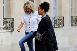 Sütyensiz kıyafetlerden sonra Rihanna babasının ceketini giydi!
