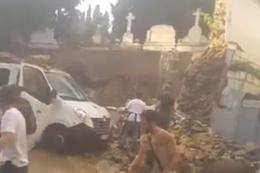 Şişli'de mezarlık duvarı çöktü yaralılar var