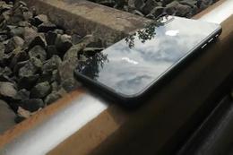 iPhone 8'in Üzerinden Tren Geçerse?