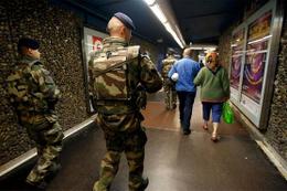 Fransa'da terör alarmı: Tren garı boşaltıldı!