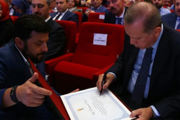 Cumhurbaşkanı Erdoğan tek tek imzaladı