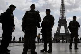 Avrupa'da ne oluyor Londra'dan sonra Paris'te askere saldırı
