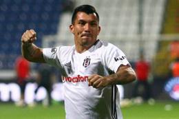 Beşiktaş'ın yıldızından olay yaratan çıplak poz