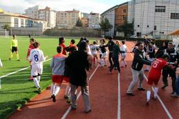 Kadın futbolcular kavga etti maç tatil edildi
