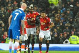 Manchester United puan farkını indirdi