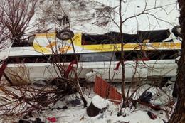 Yolcu otobüsü dereye uçtu! Çok sayıda ölü ve yaralı var