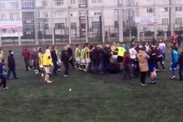 Amatör maç sonrası futbolcular tekme tokat kavga etti