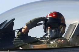 Türk pilot Afrin'de inanılmazı başardı! Yere 20 metre vardı...